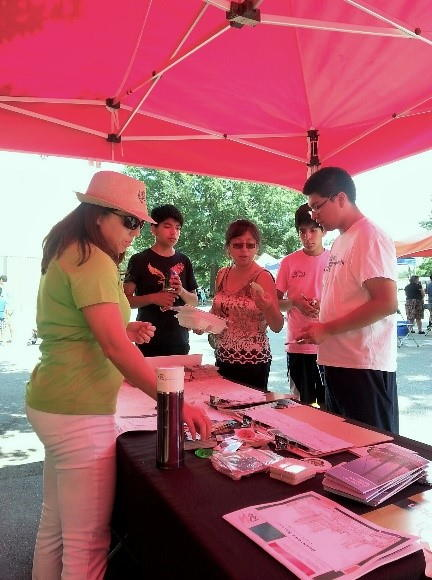 Pop-up outreach event with Spanish translation support